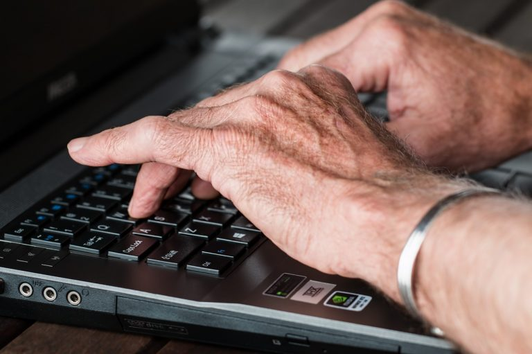 hands, old, typing-545394.jpg